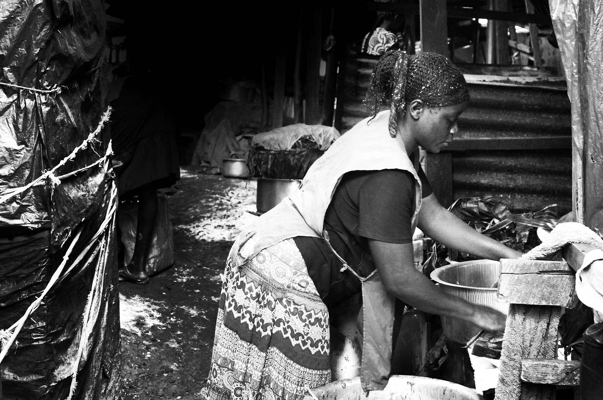 Uganda lady washing pots
